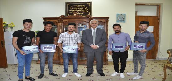 تكريم الطلبة المشاركين في مهرجان خان النخيلة الثقافي الثاني