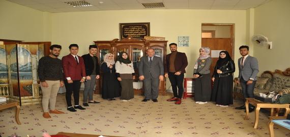 تكريم طلبة كلية العلوم السياحية المشاركين في مهرجان يوم النصر
