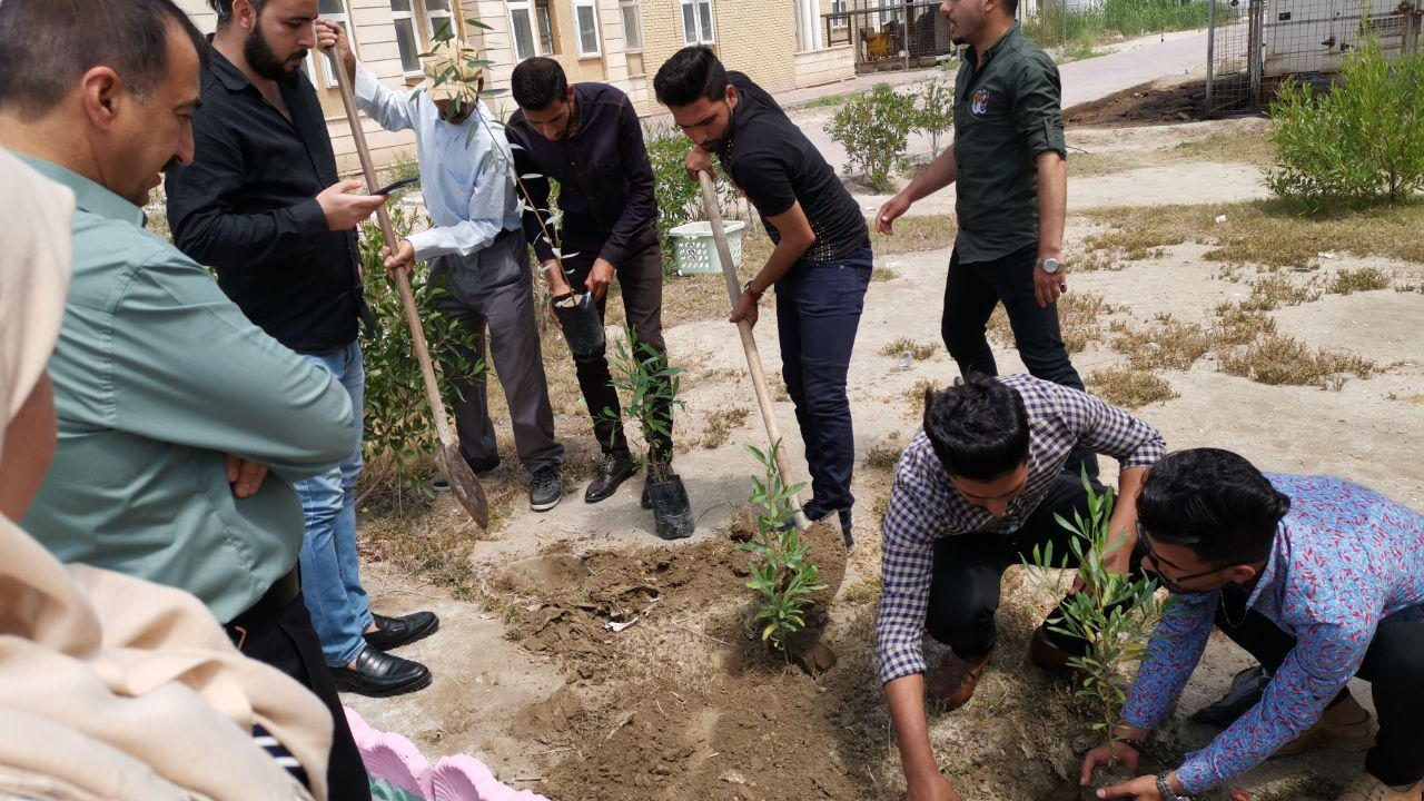 حملة تشجير حدائق كلية العلوم السياحية